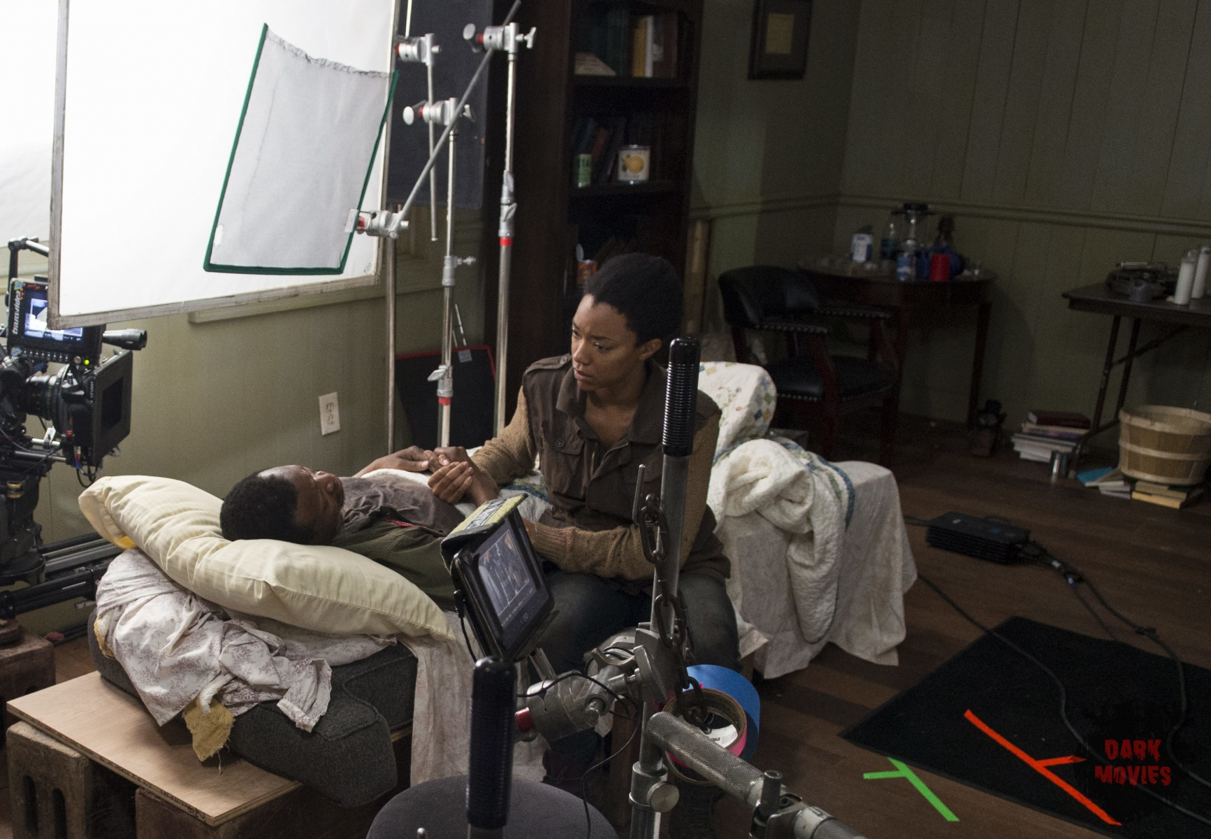 Lawrence Gilliard Jr. and Sonequa Martin-Green - The Walking Dead _ Season 5, Episode 3 _ BTS - Photo Credit: Gene Page/AMC