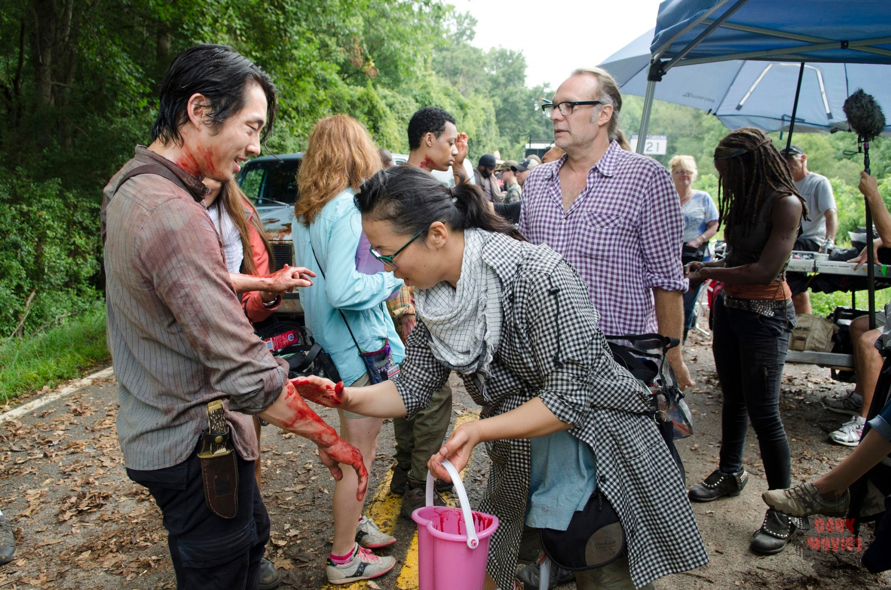 Steven Yeun - The Walking Dead _ Season 5, Episode 9 _ BTS - Photo Credit: Gene Page/AMC, Żywe trupy 5, Walking Dead 5, The, serial grozy, USA 2014, reż. Alanna Masterson, Andrew J. West, Andrew Lincoln, Chad L. Coleman, Chandler Riggs, Christian Serratos, Danai Gurira, Emily Kinney, Josh McDermitt, Lauren Cohan, Lawrence Gilliard Jr., Melissa McBride, Michael Cudlitz, Norman Reedus, Sonequa Martin-Green, Steven Yeun, Bill Gierhart, David Boyd, Ernest R. Dickerson, Greg Nicotero, Jeffrey F. January, Michael Edison Satrazemis, Seith Mann, Christine Woods, Christopher Matthew Cook, Cullen Moss, Denise Crosby, Erik Jensen, Keisha Castle-Hughes, Lennie James, Maximiliano Hernández, Seth Gilliam, Teri Wyble, Travis Young, Tyler James Williams, scena z: Steven Yeun, SK:, , fot. FOX, Co się stało i co się dzieje, What Happened and What's Going On, odcinek, 2015, reż. Greg Nicotero, Brighton Sharbino, Chris Coy, David Morrissey, Gregory Nicotero, Kyla Kenedy