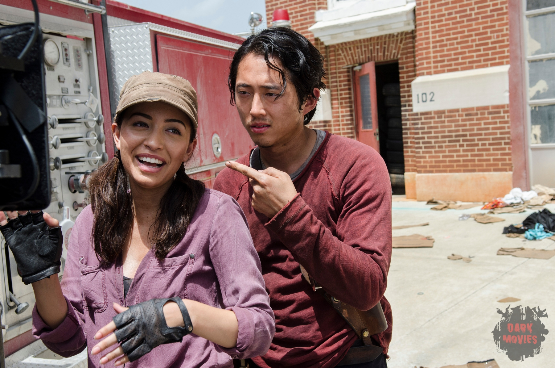 Christian Serratos as Rosita Espinosa and Steven Yeun as Glenn Rhee - The Walking Dead _ Season 5, Episode 5 _ BTS - Photo Credit: Gene Page/AMC